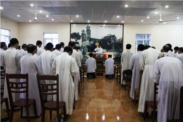 Giáo phận Bắc Ninh: Thường huấn linh mục và thánh lễ sai đi