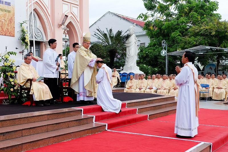 Thánh Lễ Truyền Chức Linh Mục tại Giáo Phận Đà Nẵng