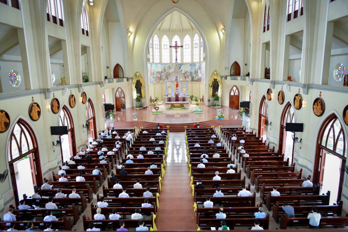 Linh mục đoàn Giáo Phận Phú Cường Tĩnh Tâm Mừng Lễ Thánh Tâm Chúa Giêsu