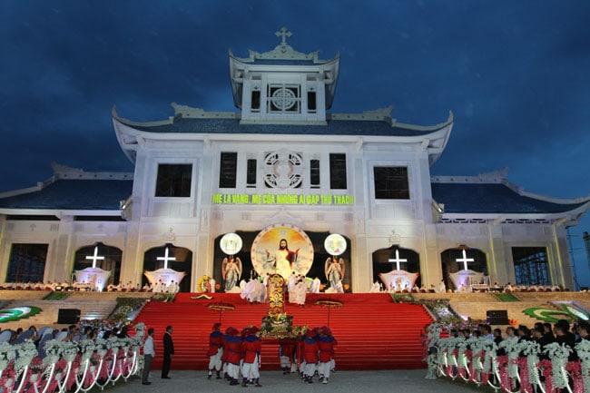 Thánh lễ kính Trọng Thể Đức Mẹ Hồn Xác Lên Trời tại La Vang 2018