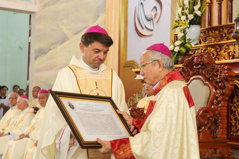 Thánh lễ tạ ơn mừng ngày thành lập Giáo phận Hà Tĩnh và khởi đầu sứ vụ của Đức Giám mục Phaolô Nguyễn Thái Hợp
