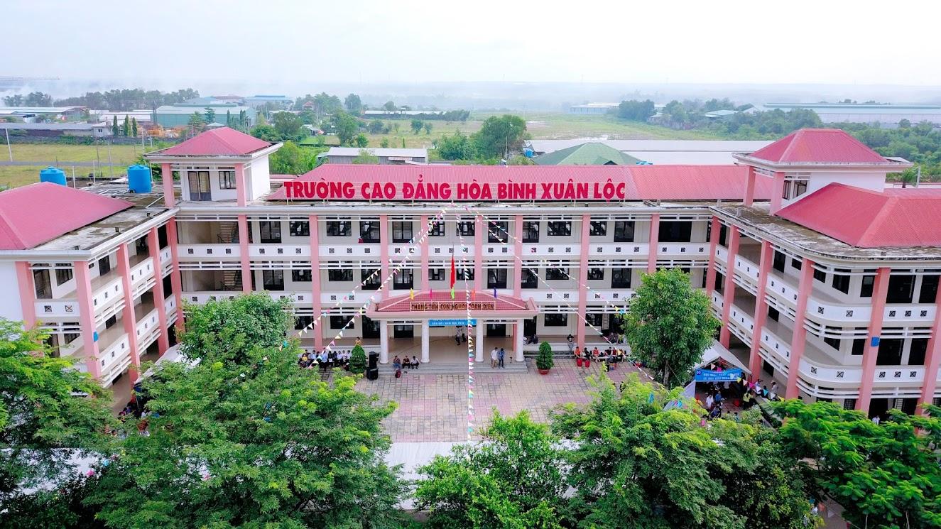 Tân sinh viênTrường Cao đẳng Hòa Bình Xuân Lộc tựu trường năm học ...