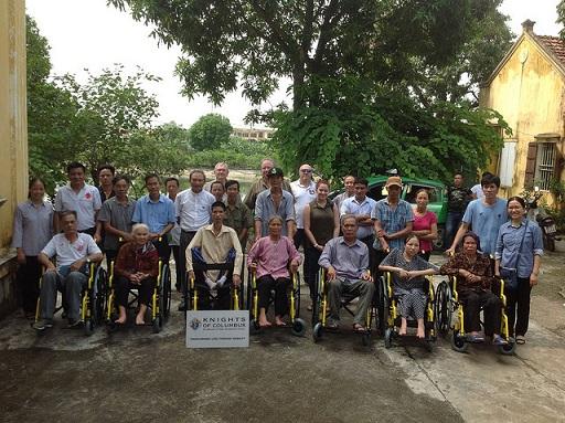 Tặng xe lăn tại Tổng giáo phận Hà Nội