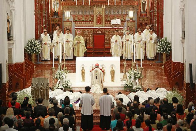 TGP Hà Nội vui mừng chào đón 12 tân linh mục