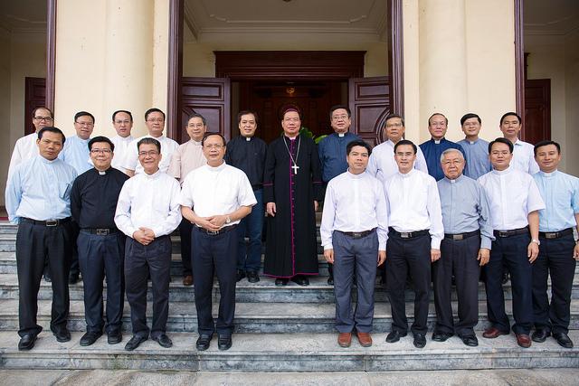 Phái đoàn TGP Hà Nội chào Đức tân TGM Giuse Vũ Văn Thiên