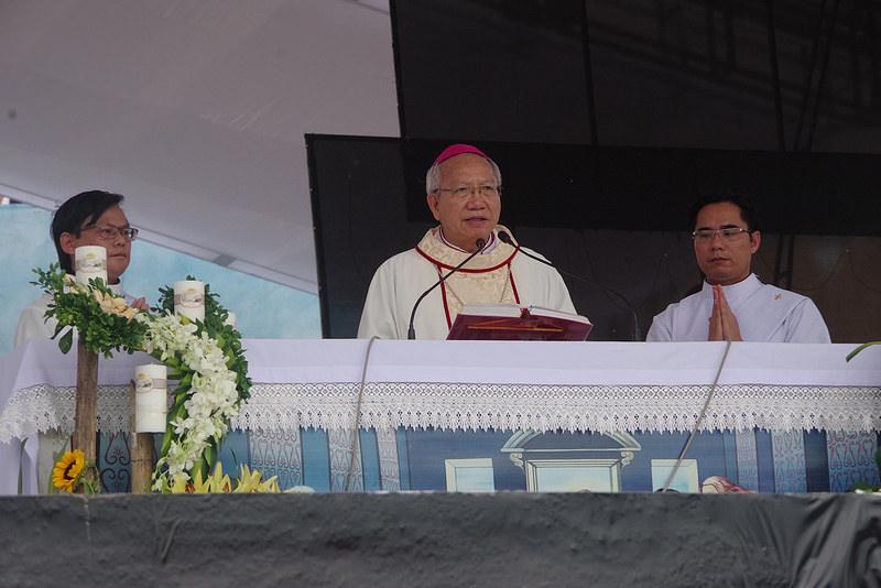 Thánh lễ Cao điểm Năm Thánh Thể Giáo Phận Vinh trong ngày lễ kính thánh Antôn Pađôva tại Linh địa Trại Gáo