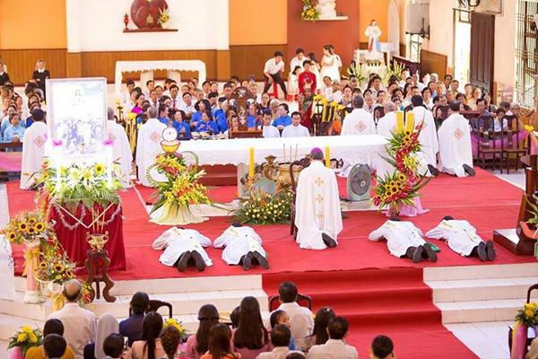 Giáo phận Cần Thơ khai mạc Năm Thánh và Thánh lễ truyền chức Linh mục (20-6-2018)