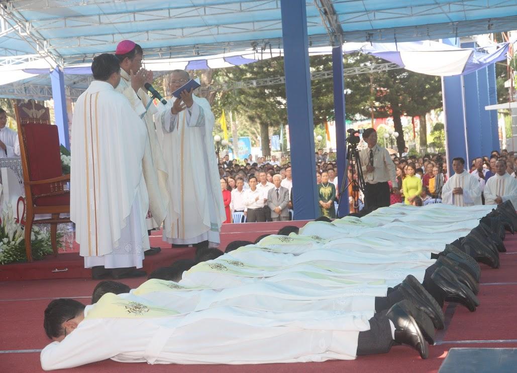 Thánh lễ phong chức 14 Tân linh mục thuộc Giáo phận Ban Mê Thuột – ngày 10.5.2018