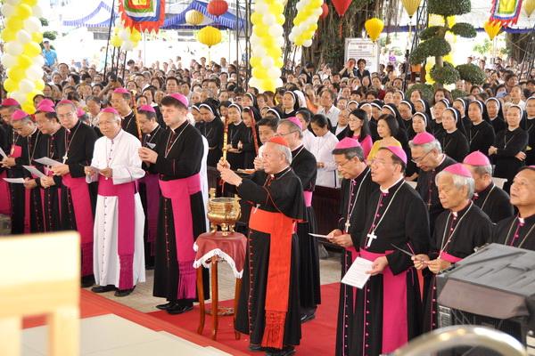 Hội đồng Giám mục Việt Nam hành hương kính các Thánh tử đạo tại Ba Giồng
