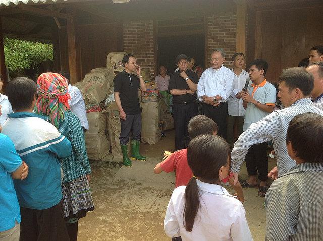 Caritas Hà Nội đến với giáo dân vùng lũ Yên Bái