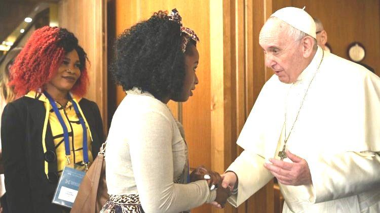 Đức Thánh Cha cực lực lên án nạn buôn bán phụ nữ mại dâm