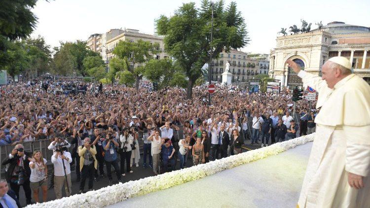 ĐTC Phanxicô gặp các bạn trẻ Palermo