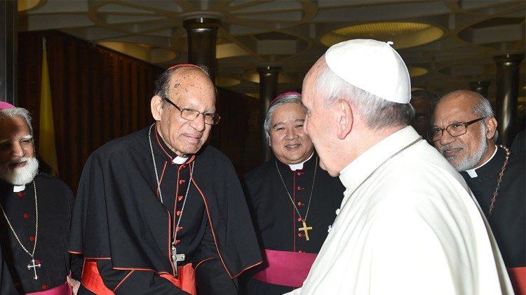 ĐHY Oswald Gracias: Giáo hội Á châu ủng hộ ĐGH Phanxicô 100%
