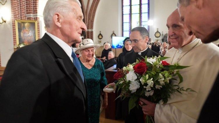 Đức Giáo Hoàng gặp gỡ người cao tuổi ở thủ đô Latvia