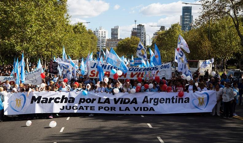 Phá thai không bao giờ là một giải pháp. Giới trẻ Argentina xuống đường vì sự sống