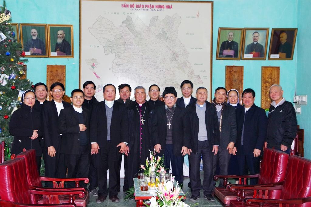 Phái đoàn Giáo phận Vinh chào thăm Đức cha Anphong Nguyễn Hữu Long*