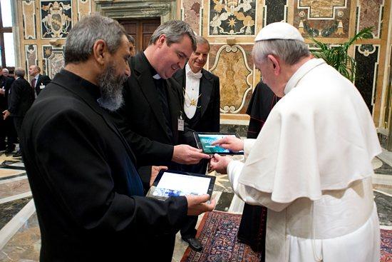Ý cầu nguyện của Đức Thánh Cha - Tháng 06 năm 2018: Xin cho các mạng xã hội là nơi giàu tình người