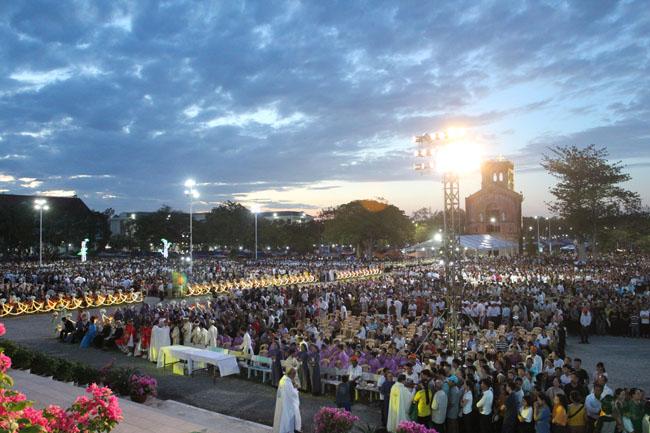 Rước Kiệu và Thánh lễ mừng kính Đức Mẹ hồn xác lên trời 2019 tại Linh địa Đức Mẹ La Vang