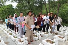 Chuyến viếng thăm Nghĩa trang thai nhi Ngọc Hồ và tặng quà cho các học sinh nghèo