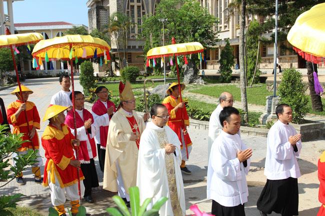 Thánh Lễ Truyền Chức Linh Mục tại Tổng Giáo phận Huế năm 2017