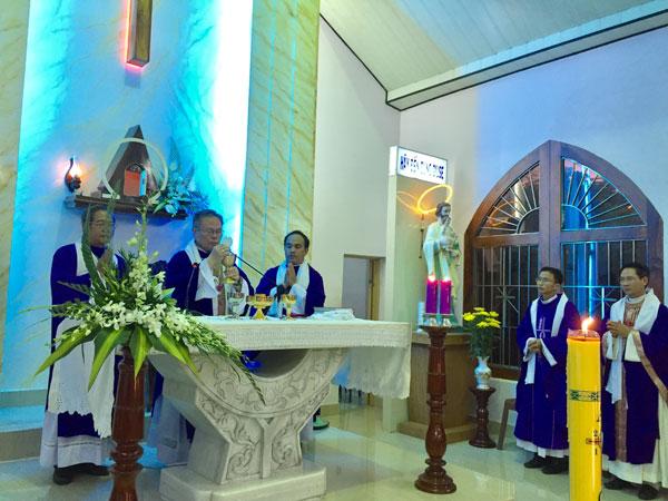 Thánh Lễ cầu hồn và các đoàn kính viếng Ông Cố Laurensô