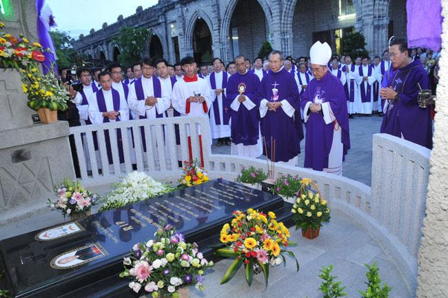 Thánh lễ giỗ 100 ngày Đức Cha Phaolô Nguyễn Văn Hòa, nguyên giám mục giáo phận Nha Trang