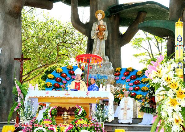 Thánh Lễ Khai Mạc Tháng Hoa 2017 tại La Vang