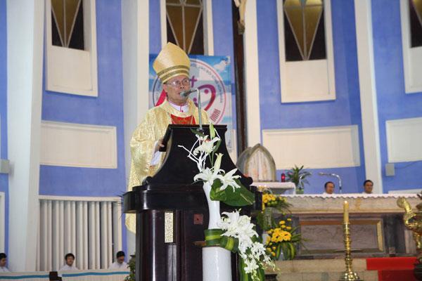 Đức TGM Giuse Nguyễn Chí Linh chủ tế Thánh Lễ dành cho Giới Trẻ tại Giáo xứ Đức Mẹ Hằng Cứu Giúp