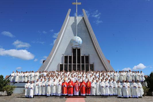 Chủng Viện Minh Hòa Đà Lạt mừng bổn mạng và 55 thành lập Chủng Viện
